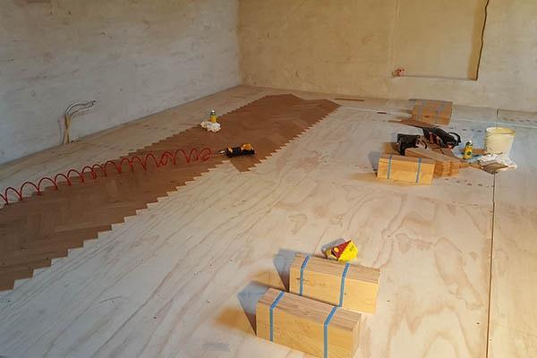 Houten Vloeren Leggen : Eiken vloer leggen al vloeren venlo houten vloeren specialist