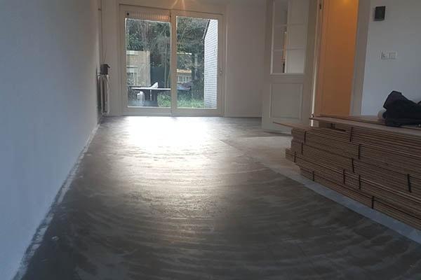 Multiplank eiken vloer verlijmd leggen Venlo 01