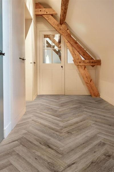 COREtec the Naturals Herringbone VG854 Acorn impressie - AL Vloeren Venlo - Visgraat PVC vloer kopen Venlo